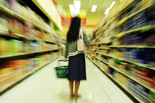 Confused shopper in grocery store - Ralph Bijker, Flickr image
